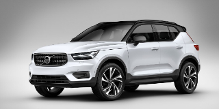 1 VOLVO XC40 T3 MOMENTUM GEARTRONIC
